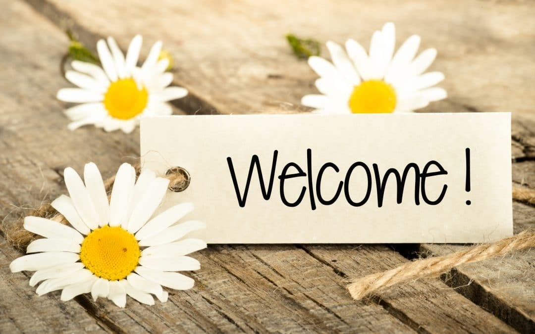 Welcome sign with daisies